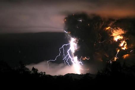 volcano-thunder-03.jpg